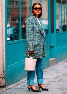 It Girl - blazer-xadrez-calca-jeans-slingback - blazer xadrez - outono - Street Style | Blazer diferentex: aqui todo modelo é válido! Pode ser xadrez, colorido, quadriculado, oversized... A intenção é deixar o look mais fun!