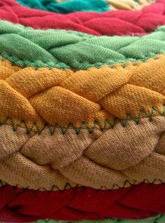 Tapis jaune rouge vert, Upcycled Tshirt tapis, tapis de cuisine, tapis tressé…
