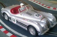 Dando unas vueltas a la pista con el impresionante Jaguar XK 120 de 1953