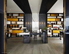 One Shenzhen Bay, разработанный всемирно известным дизайнером интерьеров, писательницейи предпринимателемКелли Хоппен, совместно с известным международны