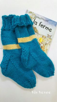 Vivvoveo.com  Douillet bas pour bambin 100% alpaga Knitted Baby, Baby Knitting, Baby Socks, Gloves, Fashion, Trends, Stockings, Tricot, Fashion Styles