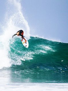 #LL @lufelive #surfing Laura Enever