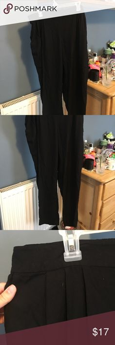H&M black dress pants Black high waisted dress pants. Very chic, never worn. Size 16. H&M Pants Trousers