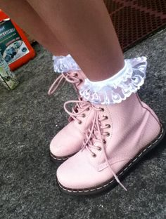 pink doc martins... WANT WANT WANT!