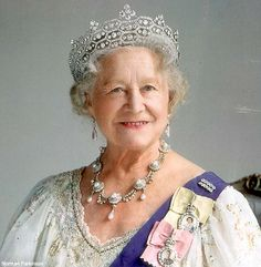 All about British royal tiaras belonging to Queen Elizabeth II of England, the Queen Mother, Princess Diana and other members of the royal family Royal Crowns, Royal Tiaras, Windsor, Die Queen, Lady Elizabeth, Elisabeth Ii, Estilo Real, Foto Real, Isabel Ii