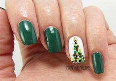 Christmas Tree Nails mit The Green & The Grunge (ESSENCE, Colour & Go Nail Polish)
