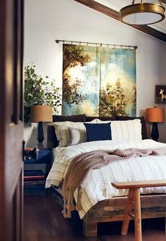 The perfect cozy bedroom outfitted with Parachute Home's Linen Blend Duvet Cover Set in Sand. http://www.parachutehome.com/products/linen-duvet-cover-set