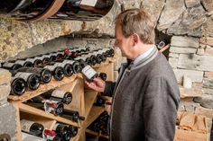 Edle Tropfen, Große Namen, Weine mit Seltenheitswert Wine Rack, Great Names, 30 Years Old, Wine List, Wine Country, Drink Wine, Wine Cellars, Bottle Rack