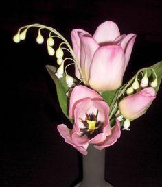 Tulipány a konvalinky z cukrové hmoty