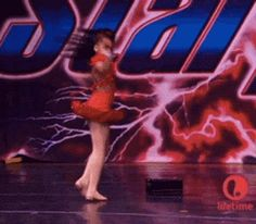 """And speaking of the Death Drop, no dancer has ever OWNED a signature move as much as Nia.   15 Reasons Nia Frazier Is The Best Dancer On """"Dance Moms"""""""
