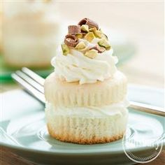 Cannoli Cupcakes from Pillsbury™ Baking are sure to make you Mom's favorite this Mother's Day with her new favorite dessert recipe!