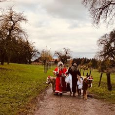 """Lehrerin ✨ auf Instagram: """"Heute habe ich allen 1.-3. Klässlern im Wald vorgelesen und plötzlich wurden wir vom Samichlaus und Schmutzli überrascht... 🎅🏼 . #samichlaus…"""" Couple Photos, Couples, Christmas, Instagram, Teachers, Woodland Forest, Couple Shots, Xmas, Couple Photography"""