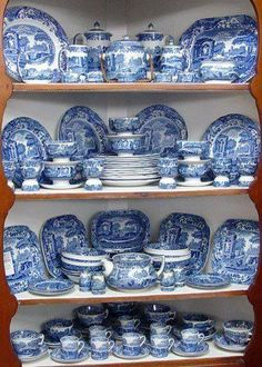 Wonderful collection of Spode's Blue Italian. (My mom and I collect Blue Ivy & Delft Blue etc and display similarly) Blue Willow China, Blue And White China, Love Blue, Blue China, Blue Dishes, White Dishes, Delft, Himmelblau, Blue Rooms