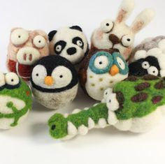 Make your own Woolbuddy panda(skill level Easy) (finish product will be 3 inch big) it come with two felting needles color felting wool step by step instruction Size: 3 inch