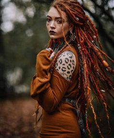Creative and unique female pictures with dreadlocks on photo - short hair hairstyles Dread Braids, Short Hair Styles, Natural Hair Styles, Dreads Girl, Female Pictures, Female Images, Dreadlock Hairstyles, Hippie Style, The Face