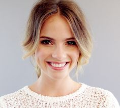 Clean natural makeup look Shelley Hennig