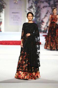 Scarlet Bindi - South Asian Fashion Blog by Neha Oberoi: AMAZON INDIA COUTURE WEEK 2015: VARUN BAHL