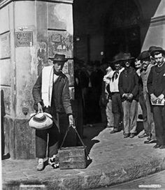 Foto hacia 1910. Inmigrantes en busca de trabajo
