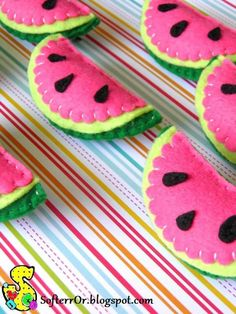 Super Healthy Tea Party Food For Kids Ideas Felt Crafts Diy, Felt Diy, Fabric Crafts, Crafts For Kids, Felt Keychain, Watermelon Designs, Felt Decorations, Felt Christmas Ornaments, Felt Food