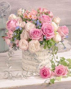 A beautiful spring floral arrangement. Beautiful Roses Bouquet, Beautiful Flower Arrangements, Rose Bouquet, Floral Arrangements, Beautiful Flowers, Pink Daisy, Pink Roses, Pink Flowers, Rosen Box