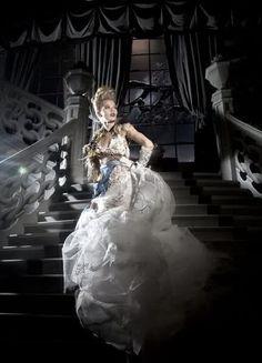 Les princesses Disney portent des robes de créateurs pour Noël chez Harrods