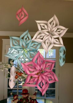 There is nothing perfect than to celebrating your baby shower ideas. If you are creating winter baby shower ideas, it must be perfect for you to apply. Most people have a specific concept to apply for their baby shower celebration. Snowflake Baby Shower, Christmas Baby Shower, Baby Shower Winter, Baby Winter, Winter Theme, Snowflake Party, Shower Bebe, Girl Shower, Baby Sprinkle
