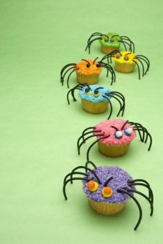 Spider cupcakes...how cool for bug party