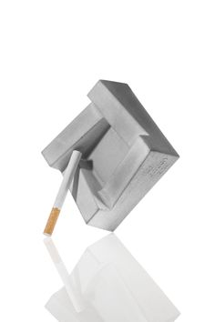 Ashley, concrete ashtray, design: Filip Gordon Frank