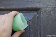 How to make a painted door look distressed...or anything else for that matter. Love @Elena Kovyrzina Kovyrzina Henson.