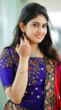 See this eyebrows with eyeliner matching right? Beautiful Girl Photo, Beautiful Girl Indian, Most Beautiful Indian Actress, Beautiful Saree, Beautiful Actresses, Beautiful Places, Beautiful Women, Beauty Full Girl, Beauty Women