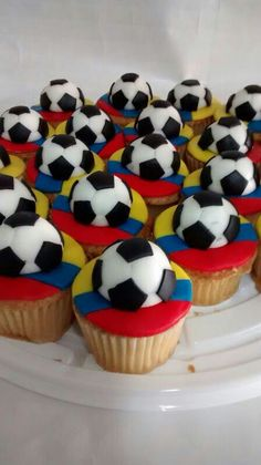 Que viva Colombia Colombian Dishes, Colombian Cuisine, Soccer Cupcakes, Soccer Cake, Fondant Cakes, Cupcake Cakes, Colombia Soccer, Soccer Birthday, Soccer Party