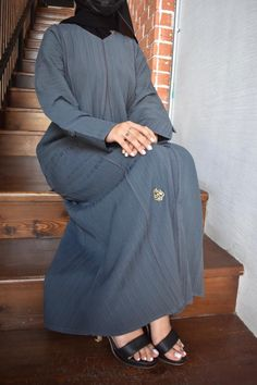 عباية قماش شموخ مقلم مع تحديد طولي مع كم مبطن زرار خارجي تحتوي على عدة مقاسات متوفرة ومناسبة للجميع المقاسات 52 و 54 و 56 و 58 و 60 Normcore, Style, Fashion, Swag, Moda, Fashion Styles, Fashion Illustrations, Outfits