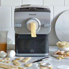 Making Homemade Pasta Has Never Been Easier—and It's All Because of These Pasta Makers Phillips Pasta Maker Recipes, Kitchen Cooker, Pesto Pasta Recipes, Curd Recipe, Pasta Machine, Vegetable Pasta, Croatian Recipes, Hungarian Recipes, Stuffed Pasta Shells