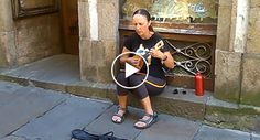 """A Atuação Desta Artista De Rua a Cantar """"Ave Maria"""" é Simplesmente Divinal"""