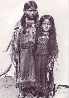 Comanche girls from Oklahoma in decorated Buckskin Dresses 1891 Native American Children, Native American Images, Native American Beauty, Native American Tribes, Native American History, Cherokee History, American Symbols, American Pride, Navajo