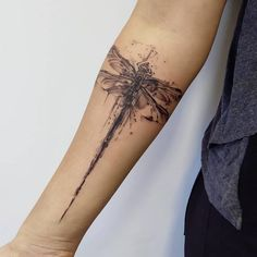 [Freshly Updated] We have put together the Ultimative Dragonfly Tattoo Collection in Check out our highest-rated handpicked Dragonfly designs here! Bow Tattoo Designs, Dragonfly Tattoo Design, Polynesian Tattoo Designs, Dragonfly Images, Cute Small Tattoos, Cute Tattoos, Totenkopf Tattoo, Small Shoulder Tattoos, Detailed Tattoo