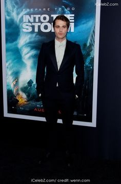 World premiere of 'Into The Storm' at AMC Lincoln Square Theater - Red Carpet Arrivals photo gallery Lincoln Square, Young Fashion, Pedestrian, Theater, Red Carpet, Photo Galleries, Dress Up, Events, Actors