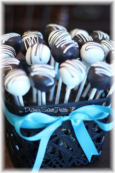 cake pops - black and white by Diane's Sweet Treats - (Diane Burke), via Flickr