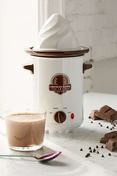 ♫ Deck the halls with kitchen gadgets, fa la la la la ♫>>>old fashioned hot chocolate maker Urban Outfitters Gifts, Discount Appliances, Crepe Maker, Snacks Saludables, Holiday Wishes, Kakao, Best Christmas Gifts, Kitchen Gadgets, Kitchen Tools