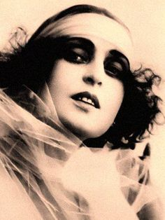 Theda Bara beauty portrait from the 1910s