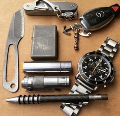 See related links to what you are looking for. What Is Edc, Edc Gadgets, We Carry On, Edc Tactical, Everyday Carry Gear, Edc Tools, Edc Gear, Wallet Chain, Survival Gear