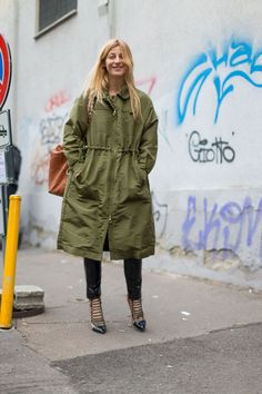 Milan Fashion Week Fall 2016 Street Style Looks Milan Fashion Week Street Style, Street Style 2016, Autumn Street Style, Cool Street Fashion, Street Style Looks, Street Chic, Street Style Women, Best Parka, Ada Kokosar