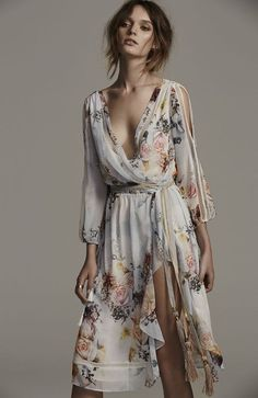 Primrose split sleeve midi dress, in posie dresses mode, klä Look Boho, Bohemian Style, Boho Chic, Bohemian Dresses, Boho Floral Maxi Dress, Hippie Dresses, Bohemian Fashion, Gypsy Style, Fashion Moda
