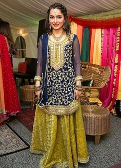 Pinterest: @pawank90 Pakistani Bridal Dresses, Pakistani Dress Design, Pakistani Outfits, Indian Outfits, Shadi Dresses, Pakistani Fashion Casual, Indian Fashion, Frock Fashion, Fashion Dresses
