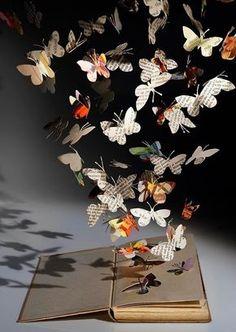 Resultado de imagem para livro com borboletas voando
