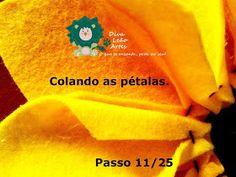 Eu Amo Artesanato: Flor Girassol em Feltro com molde Felt Flowers, Salvador, Sunflower Flower, Sunflower Party, Happy Bday Sister, Accent Pillows, How To Make Flowers Out Of Paper, General Crafts, Masha And The Bear