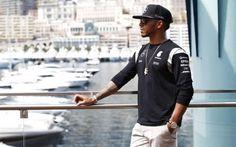 """Rencontre exclusive avec Lewis Hamilton: """"La F1, c'est comme un mariage: il faut entretenir la flamme"""" -                  L'enfant terrible de la F1 est aussi le pilote le plus performant depuis quelques saisons. Quand Lewis Hamilton parle de Dieu, de musique, de ses chiens, de Mercedes et de cette carrière exceptionnelle qu'il n'a pas l'intention d'arrêter de si tôt…  http://si.rosselcdn.net/sites/default/files/im"""