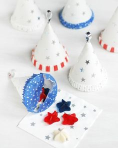 Fourth of July DIY: Turn water cooler paper cups into Patriotic Treat Cones 4th Of July Celebration, 4th Of July Party, Fourth Of July, Dinosaur Party Invitations, July Crafts, Kid Crafts, Idee Diy, Patriotic Party, Happy Day