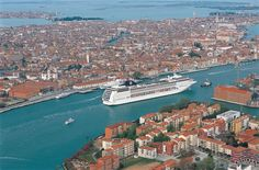 MSC cruise ship sets sail from Venice