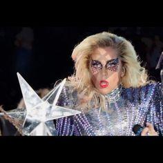 """Primeiras imagens da apresentação de @ladygaga agora no intervalo do #SuperBowl! A cantora veste um body prateado cheio de aplicações by @donatella_versace. A estilista revelou em primeira mão no Instagram o look de Gaga. No palco a cantora apresenta seus hits e o novo single """"Million Reasons"""". Quer saber mais sobre o show? Corre no link da bio ou no Story! #sb51 ( Getty Images)  via GLAMOUR BRASIL MAGAZINE OFFICIAL INSTAGRAM - Celebrity  Fashion  Haute Couture  Advertising  Culture  Beauty…"""